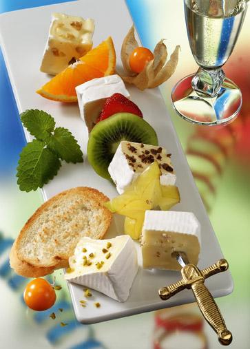 Snack-Rezept: Fruchtige Camembertspieße (Vegetarier geeignet) - Foto: Wirths PR