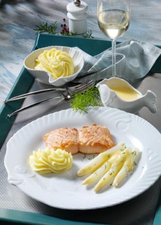 Spargelzeit - Hauptspeise: Spargel mit Lachsfilet und Zitronengras-Sauce - Foto: Wirths PR