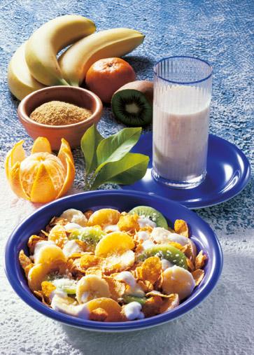 Vitamin-Müsli und Bananendrink (Vegetarier geeignet) - Foto: Wirths PR