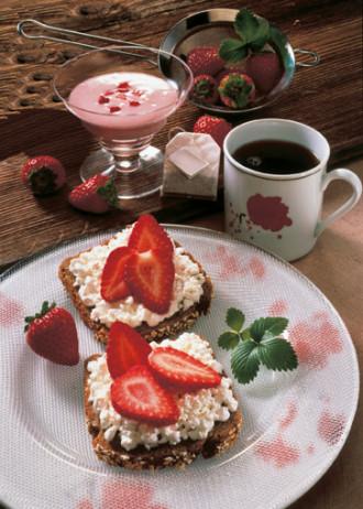 Rezept: Wellness-Brote mit Erdbeeren - Foto: Wirths PR