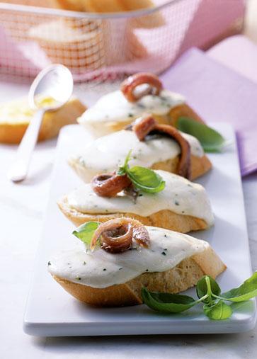 Snack-Rezept: Überbackenes Baguette mit Mozzarella - Foto: Wirths PR