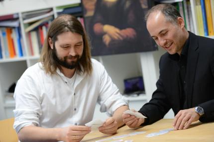 Auch Forscher legen hin und wieder Karten: Die Psychologen Mariu