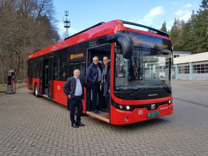 Landrat Bold E-Bus und Ladesäule
