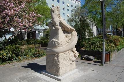 254 Statue an Stadt gespendet